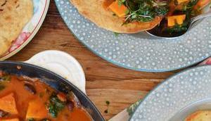 Aromapaket! Süßkartoffel-Spinat-Bohnen-Curry Knoblauch-Brot