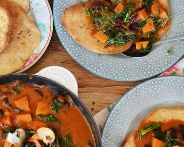 Aromapaket! Süßkartoffel-Spinat-Bohnen-Curry mit Knoblauch-Brot
