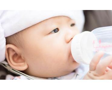 Warum Babys auch im Sommer kein Wasser trinken sollten