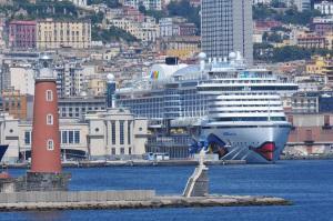 AIDAperla: Erstanlauf in Neapel
