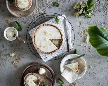 Holunder Tarte mit Joghurtcreme und Kokoskruste / Rustic Elderflower Tart with a Coconut Crust