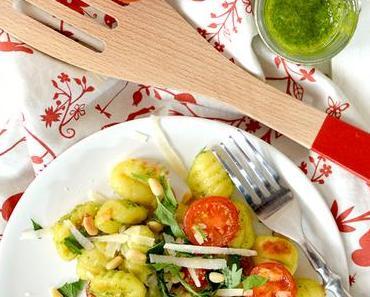 Perfekt fürs Grillen: Gnocchi-Salat mit Pesto