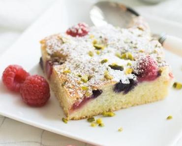 Schneller und einfacher Sommer-Beerenkuchen