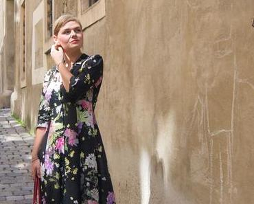 #ootd Maxikleid mit Blumenmuster vom Zara, Hugo Boss Sandalen und Tasche von Francesco Biasia