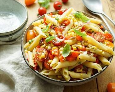 Sommer Nudelsalat mit Mais und Tomate