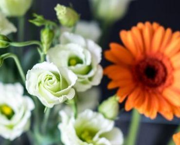 Weiß & Orange - Japanrose & Gerbera, Blümchen von der Mutter