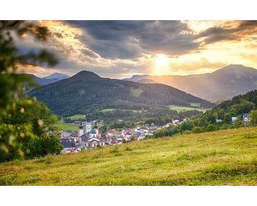 Bild der Woche: Blick auf Mariazell am Abend