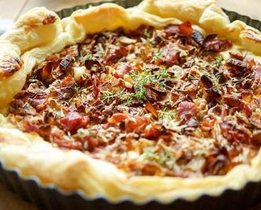 Blätterteig-Tarte mit karamellisierten Schalotten