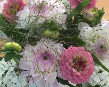 Friday-Flowerday – oder – Ein Strauß, wie aus dem Bauerngarten