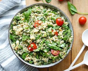 Quinoa-Salat mit Spinat und Kräutern