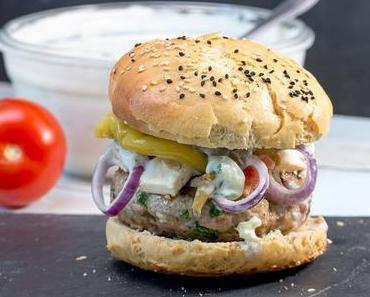 Griechischer Burger mit Feta-Käse