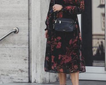 Herbst Outfit mit Midi-Kleid und Fossil Piper Tasche