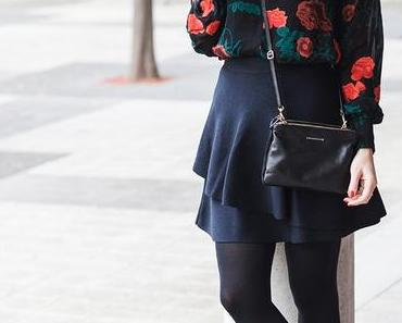 Winter Outfit mit Ganni Bluse, Volant Rock und Sock Boots