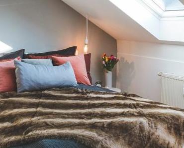 Schlafzimmer modern einrichten in Weiß und Grau mit Alpina Feine Farben Nebel im November