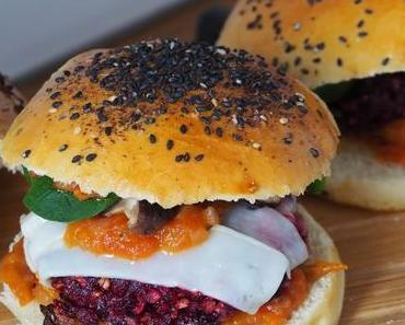 Beste Rote Bete Burger mit Ziegenkäse, Shiitake Pilzen und Trüffelmayonnaise / Epic Beet Root Burgers with Goat Cheese, Shiitake Mushrooms and Truffle Mayonnaise (Deutsch & English)