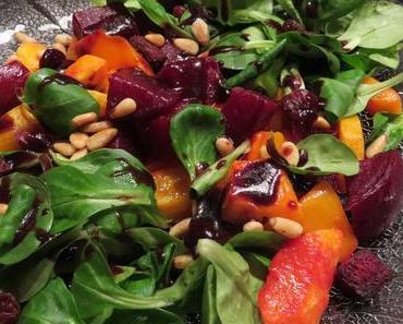 Rote Beete-Kürbis-Salat mit Kürbiskernöl-Johannisbeer-Dressing