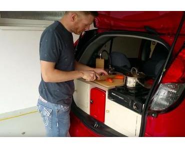Eine kleine Küche in ein Mini-Elektroauto bauen