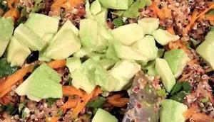 Quinoa Salat Feta Avocado