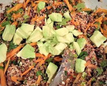 Quinoa Salat mit Feta & Avocado
