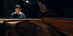 Spießige Stimmung kommt hier gewiss nicht auf! Interview Pianist Animenz