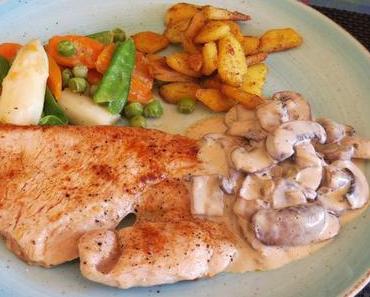 Putenschnitzel mit Champignon-Rahmsauce