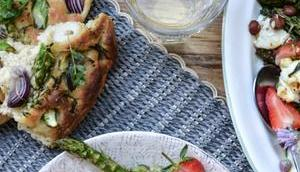 DAZU BLANCHET! Frühlingsfest Spargel-Focaccia Spargel-Erdbeer-Salat gebackenem Ricotta