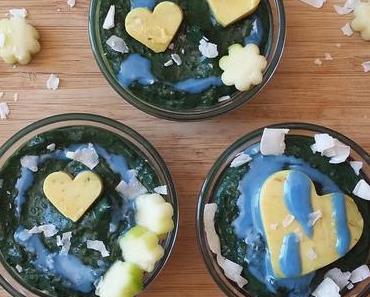 Smoothie-Bowls in weiss, grün, bunt. Keto, roh und vegan