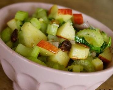 Stangensellerie-Salat mit Walnüssen, Äpfeln und Rosinen