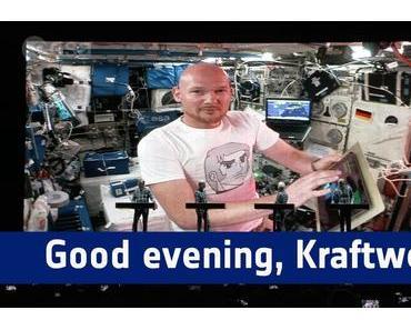 Videotipp: Good evening, KRAFTWERK / Guten Abend KRAFTWERK, guten Abend Stuttgart! – KRAFTWERK schalten Astro-Alex live bei JazzOpen zu! #Horizons #ISS #jazzopen #stuttgart