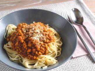 Vegane Linsen-Bolognese mit Spaghetti