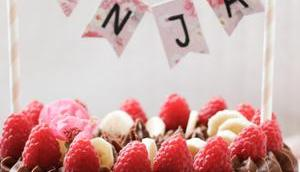 HAPPY SWEET BIRTHDAY LITTLE BABYGIRL! Schokolade-Nougat-Traumtörtchen Himbeeren Banane