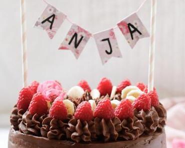 HAPPY SWEET BIRTHDAY LITTLE BABYGIRL! Schokolade-Nougat-Traumtörtchen mit Himbeeren und Banane