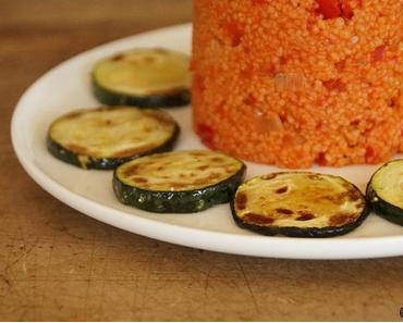 Es kommt auch auf die Präsentation an: Paprika-Couscous mit Zucchini