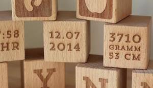 Geschenke-Tipp Geburt -Personalisierte Holzwürfel Avie-Art VERLOSUNG