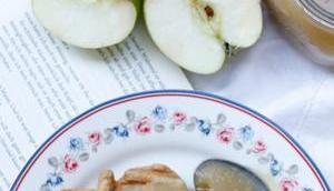 KRIEGEN GEBACKEN! Diese Haferflocken-Zimt-Waffeln selbstgemachtem Apfelmus duften nach Glück!