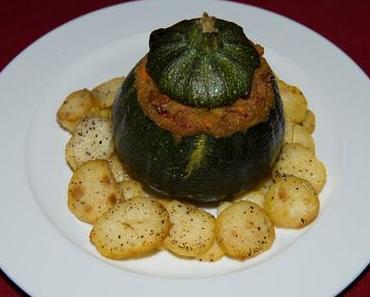 Herzhafte Amaranth-Zucchini auf einem Bratkartoffelring (vegan)