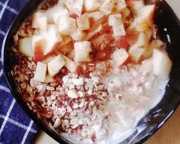 [Frühstück vegetarisch] Apfel-Zimt-Hüttenkäse mit Crunch