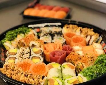 """SUSHI DAILY – Im Test: Frisch gemachte Sushi Box aus dem Supermarkt - + + + """"SAKURA SUNSET""""- Box und """"NIGIRI DUO""""-Box aus dem REWE in Neubiberg + + +"""