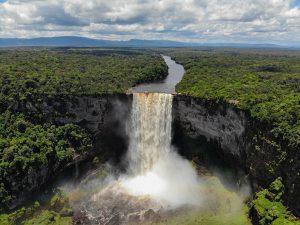 Kaieteur Wasserfälle in Guyana: spektakuläres Naturschauspiel inmitten des Dschungels – viermal höher als die Niagara Falls