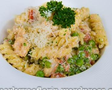 Schnelle Feierabend-Pasta mit Erbsen und Crevetten