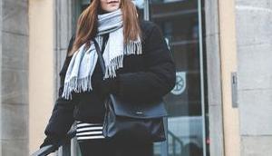 Winter Outfit schwarzer Puffer Jacke, grauem Schal Samsøe Mütze