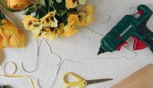 Großer minimalistischer Valentinstags-Herzkranz Stoffblumen