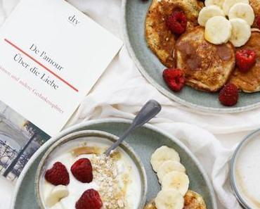 ACH DU LIEBES FRÜHSTÜCK! Fluffige Cottage Cheese Pancakes mit Himbeeren, Bananen und Joghurt