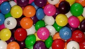 "Foto: Giraffenmilch-Bonbons ""Skittles"""