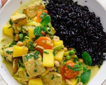 AROMATISCHES WUNDERCURRY ZUM REINLEGEN! Mango-Frühlingszwiebel-Curry mit Wildlachs und Schwarzem Reis
