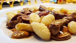 Steak-Streifen Cognac-Pilzrahm-Sauce Gnocchi