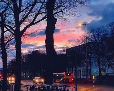 """Es muss immer erst schlimmer werden, bevor es besser wird!"", sagen sie. | #berlinspiriert #berlin #blogger #berlinblogger #blog #pic #potd #photography #lightning #instasunset #reflection #streetview #igersberlin #igberlin #igers_berlin #visitgermany ..."
