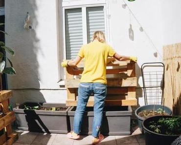 Terrasse & Balkon: DIY Paletten-Kräuterregal