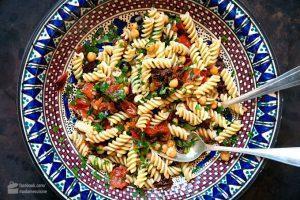 Mediterraner Nudelsalat Perfekt warmen Tage