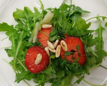 Rucola-Spargelsalat mit Erdbeeren (vegan)